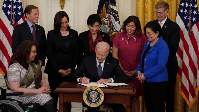 .: اخبار VGP:.  |  رئیس جمهور ترامپ قانون نفرت ضد آسیایی را امضا کرد